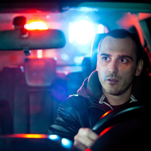 Kiedy policjant może zatrzymać prawo jazdy?