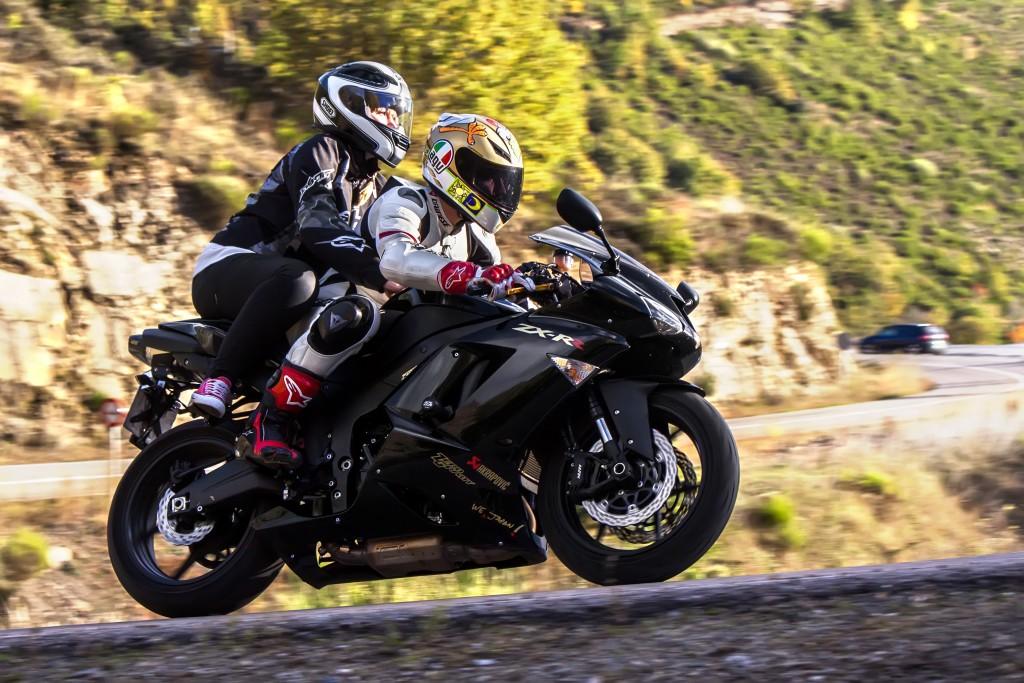 nietrzezwy-pasazer-na-motocyklu-skuterze